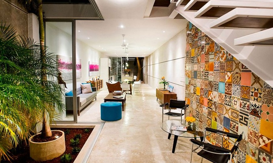 Indoor Garden and Innovative Use of Tiles: Vibrant Home in Mérida