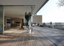 Corner-sliding-glass-doors-open-up-the-kitchen-and-dining-space-to-the-view-outside-217x155