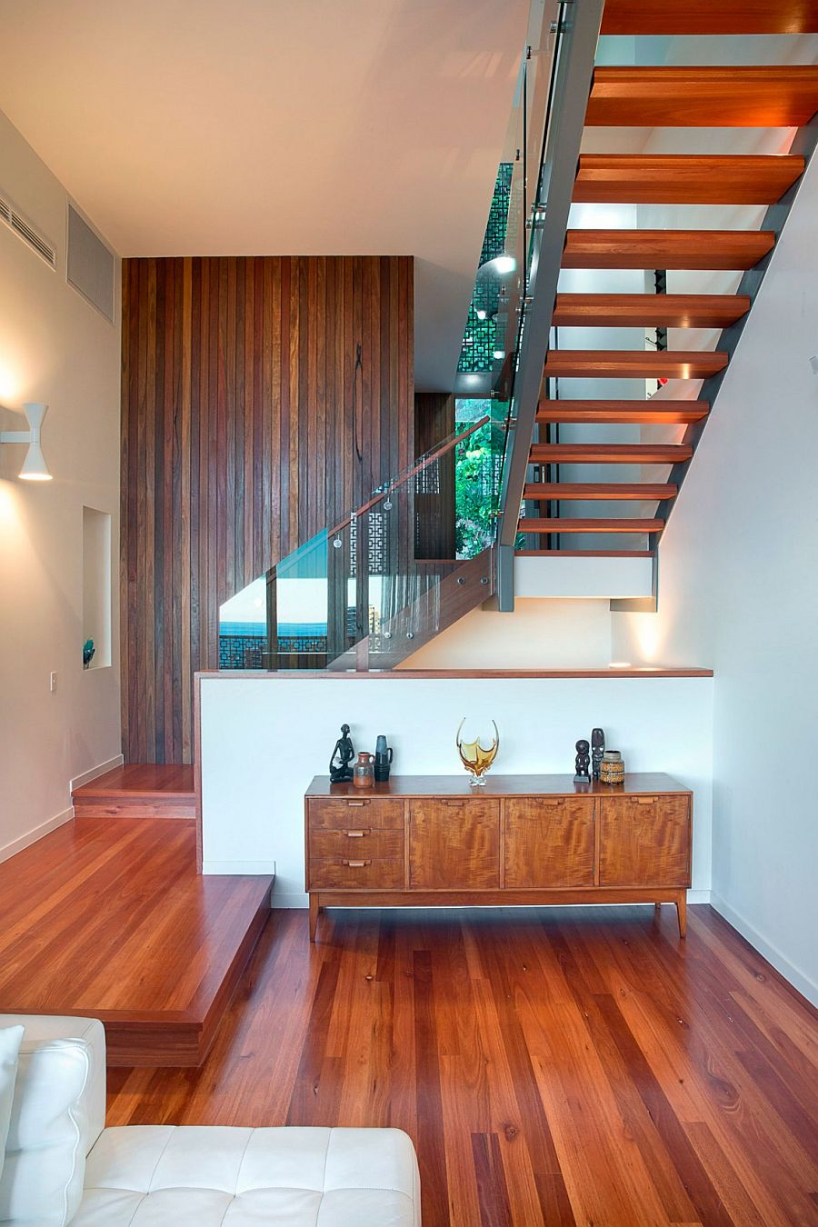Creative design of the staircase saves up ample space