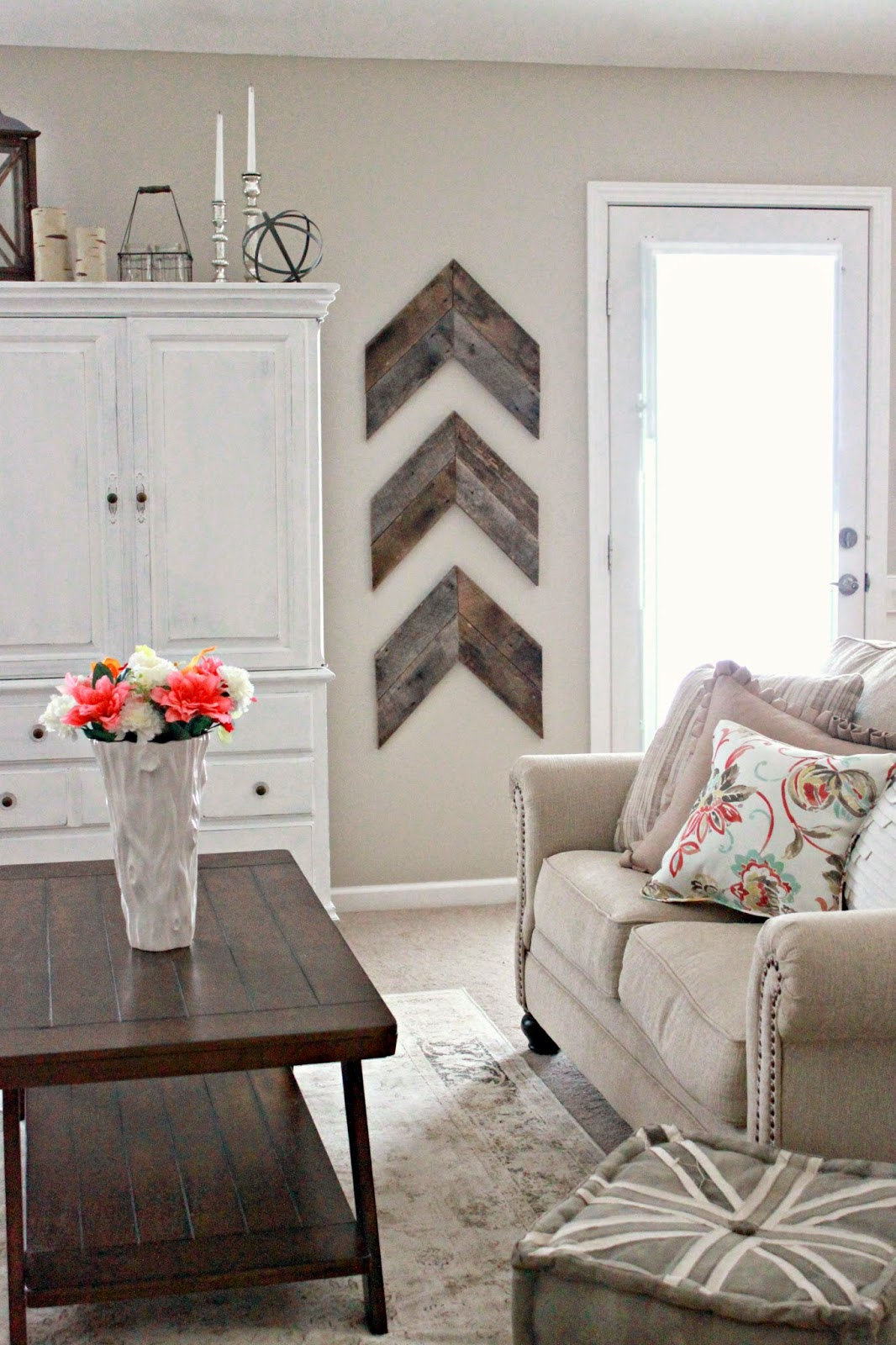 DIY wooden arrows bring some interesting wall art to this living room