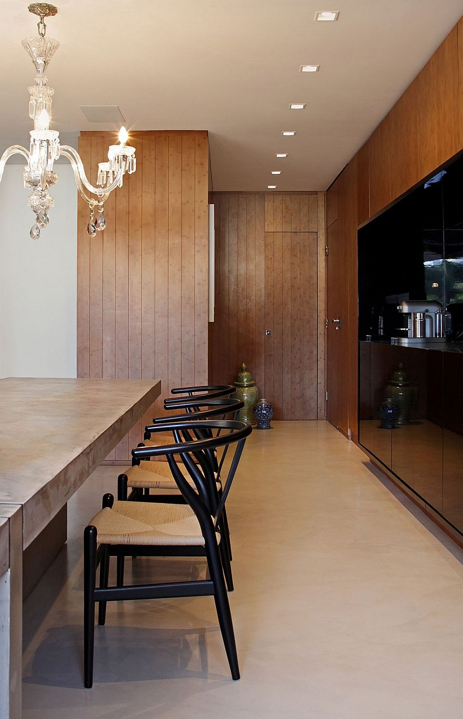 AHZ House in Brazil: Modern Minimalism Encased in Inviting Ambiance