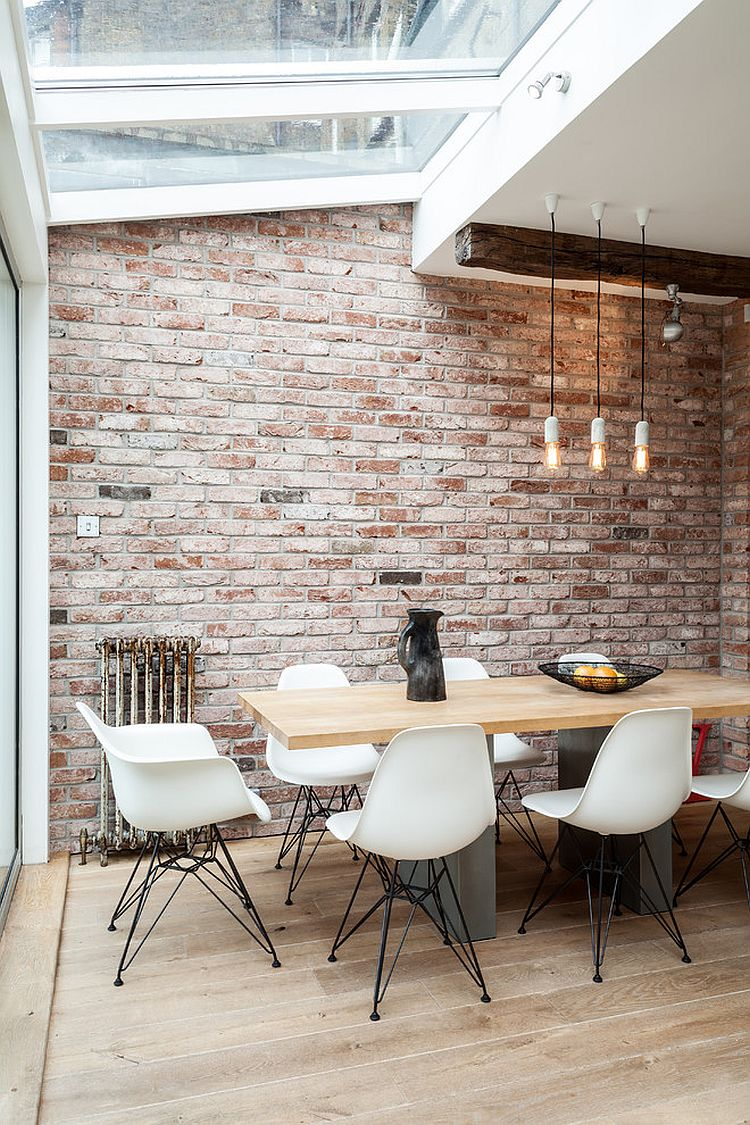 Dining space in the corner of industrial living area with conservatory roof [Design: SR interior design]