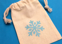 Frozen party bags from Etsy shop Mad Hatter Party Box