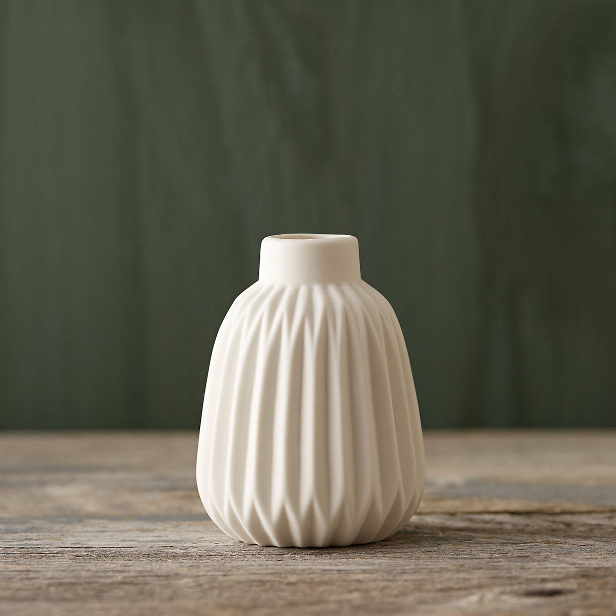 Geo porcelain vase from Terrain