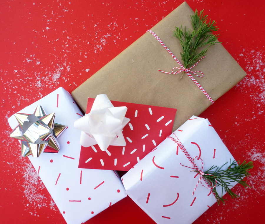 Easy gift wrapping ideas using everyday items negle