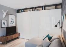 Gray-and-white-define-the-interior-of-the-small-Polsih-apartment-217x155