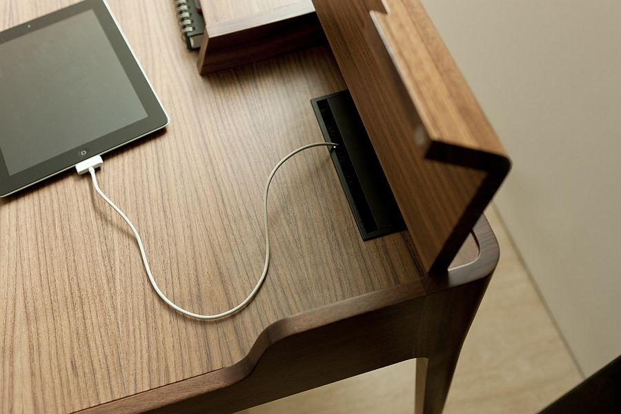 Hidden compartments help you tuck away the wires and provide an ergonomic work desk