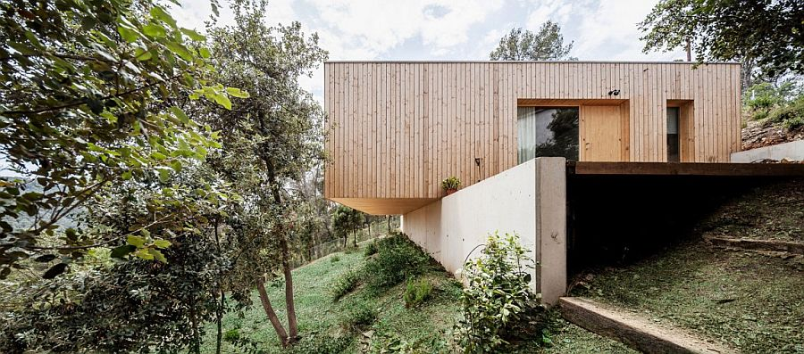 Lightweight wooden contruction on retaining walls creates a home with minimal footprint