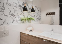 Pendant light in black coupled with fabulous ambient lighting in the bathroom