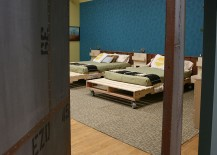Platform beds on wheels from pallets can be crafted at home