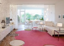 Quirky rug brings pink to the chic, modern living room