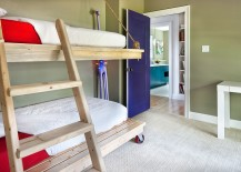 Rope-pulleys-and-wheels-turn-the-bunk-bed-in-the-kids-room-into-a-practical-delight-217x155