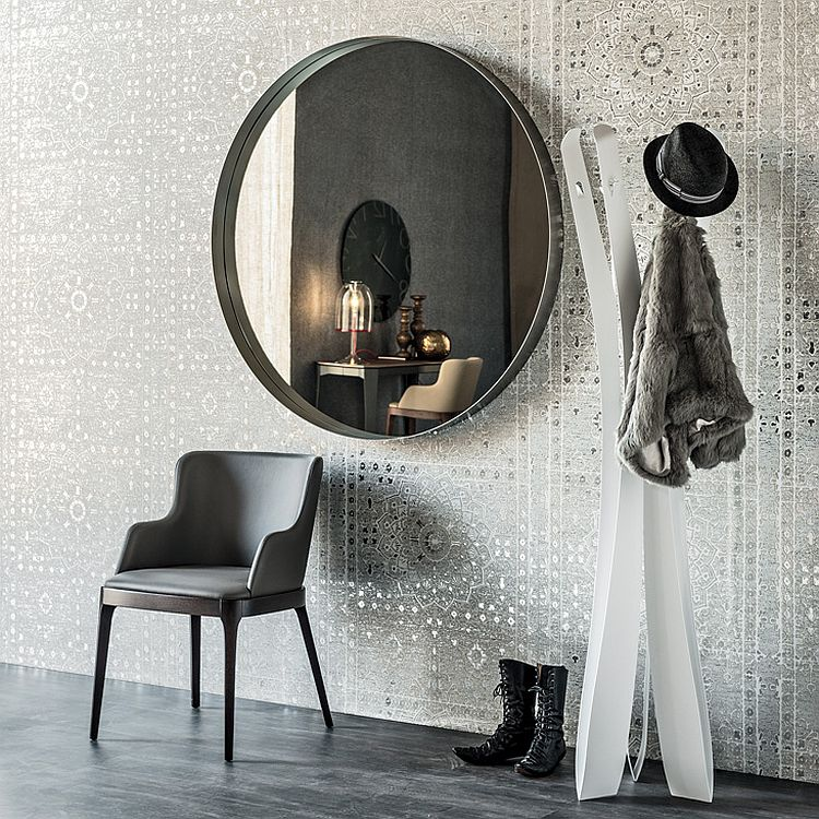 Round wall mirror that combines classic and contemporary styles