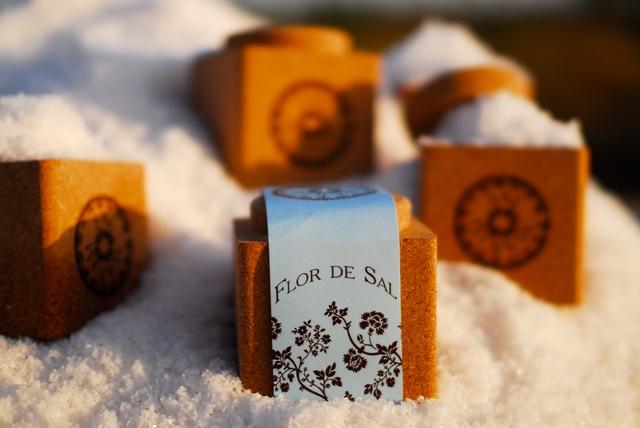 Salt packaging made of cork