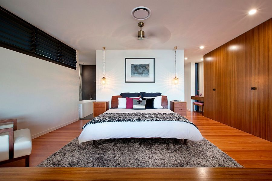 Simplicity and woodensurfaces combine to create a lovley bedroom