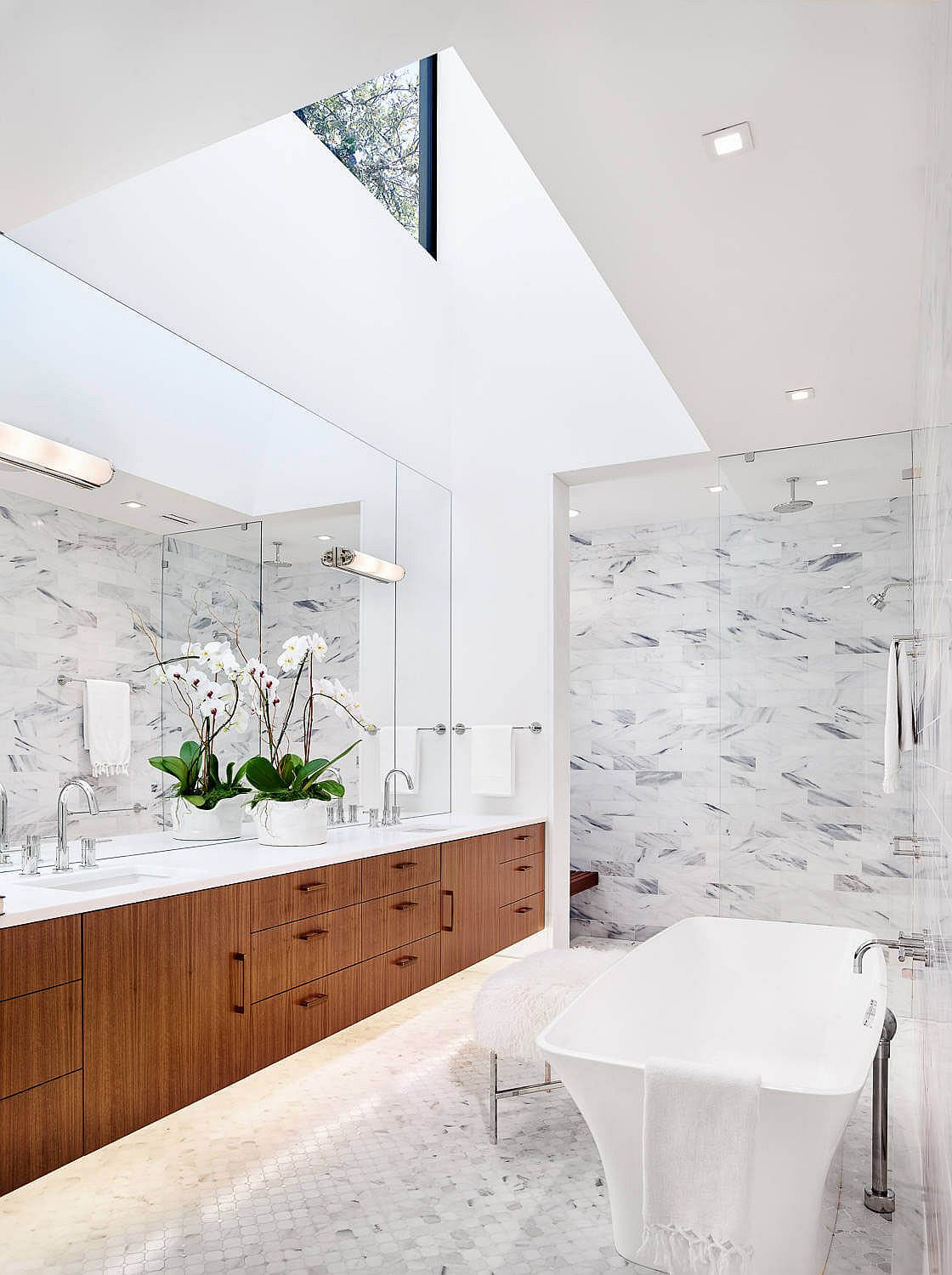 Skylight brings natural ventilation into the luxurious bathroom