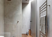 Skylight-gives-the-contemporary-bathroom-a-bright-cheerful-appeal-217x155