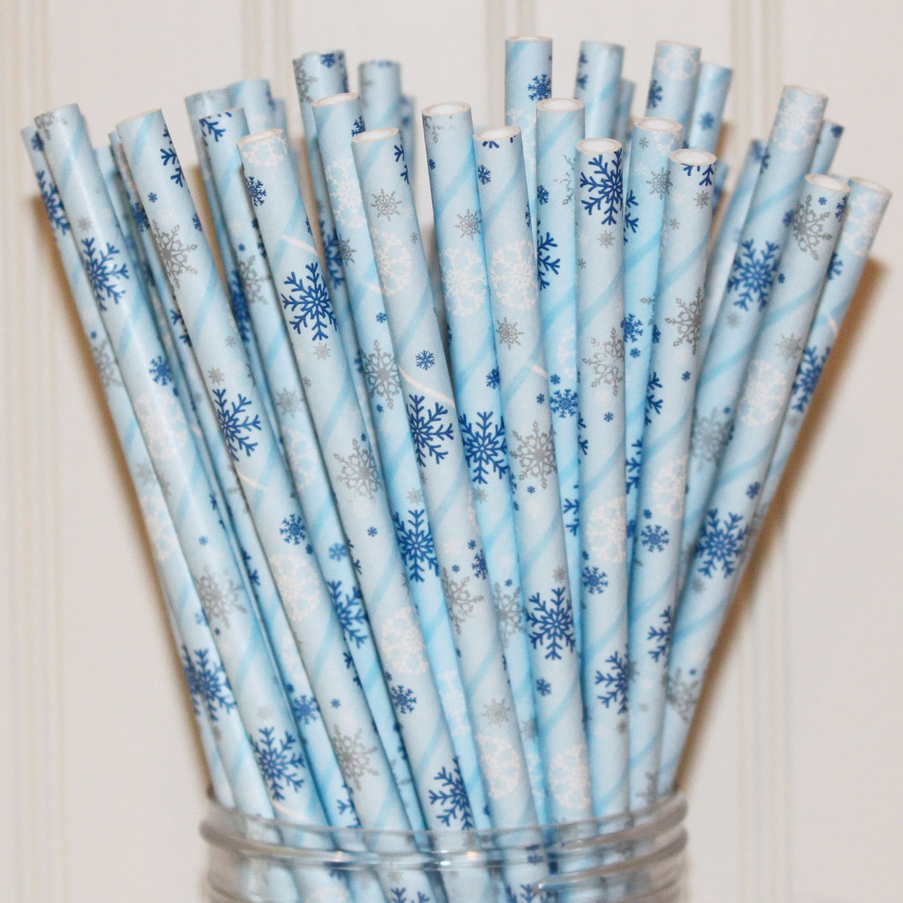 Snowflake party straws from Etsy shop The Party Fairy