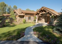 Stone-pathway-leading-to-the-entrance-of-the-Jackson-holiday-home-217x155