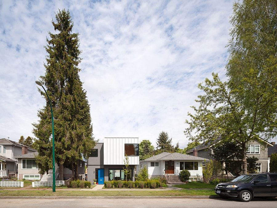 Street view of the contemporary Grade House in East Vancouver