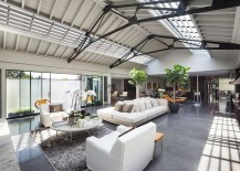 Sweeping-inetriors-of-the-loft-style-lateral-penthouse-in-London-with-industrial-and-art-deco-vibe-217x155