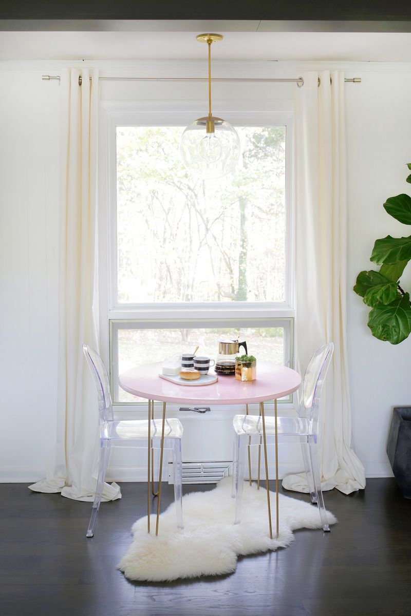 The breakfast nook of A Beautiful Mess blogger Laura Gummerman