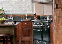 Traditional kitchen boasts of top-notch range that brings modern ergonomics to the mountain home