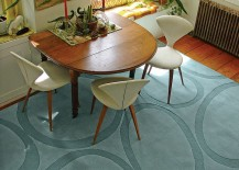 Unconventional arrangement in the dining room lets the rug shine through!