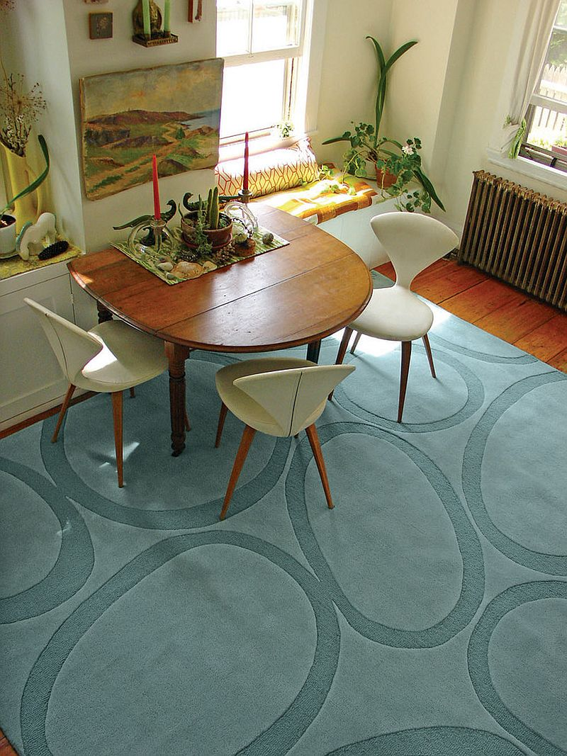 unconventional arrangement in the dining room lets the rug shine