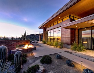 Damon Residence: Beating the Desert Heat with Adobe Walls and Sleek Overhangs