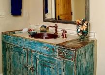 Vanity that epitomizes the beauty of shabby chic style