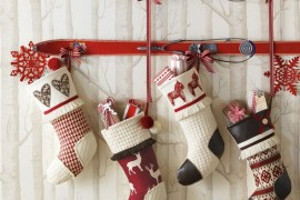 Vintage Skis With Stocking Nice Christmas Decorating Ideas