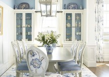 White and blue rug complements the beach style of the dining room perfectly 217x155 How to Choose the Perfect Dining Room Rug