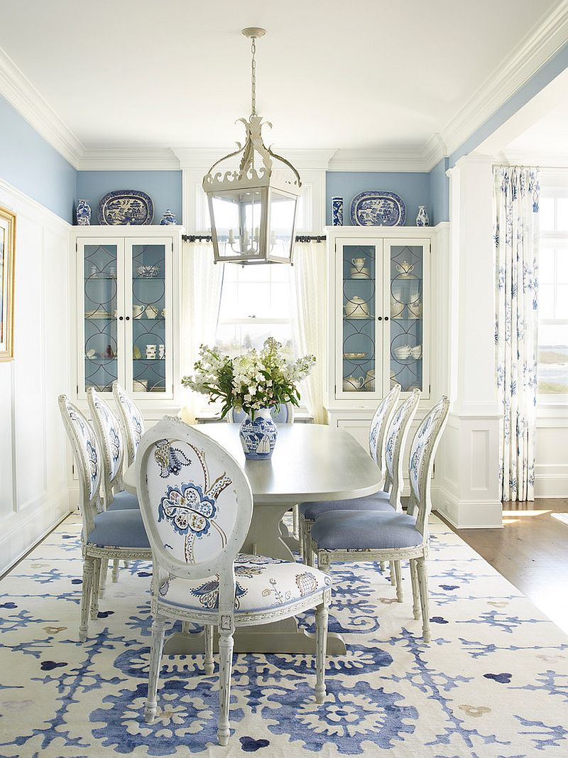 White and blue rug complements the beach style of the dining room perfectly [Design: Austin Patterson Disston Architects]
