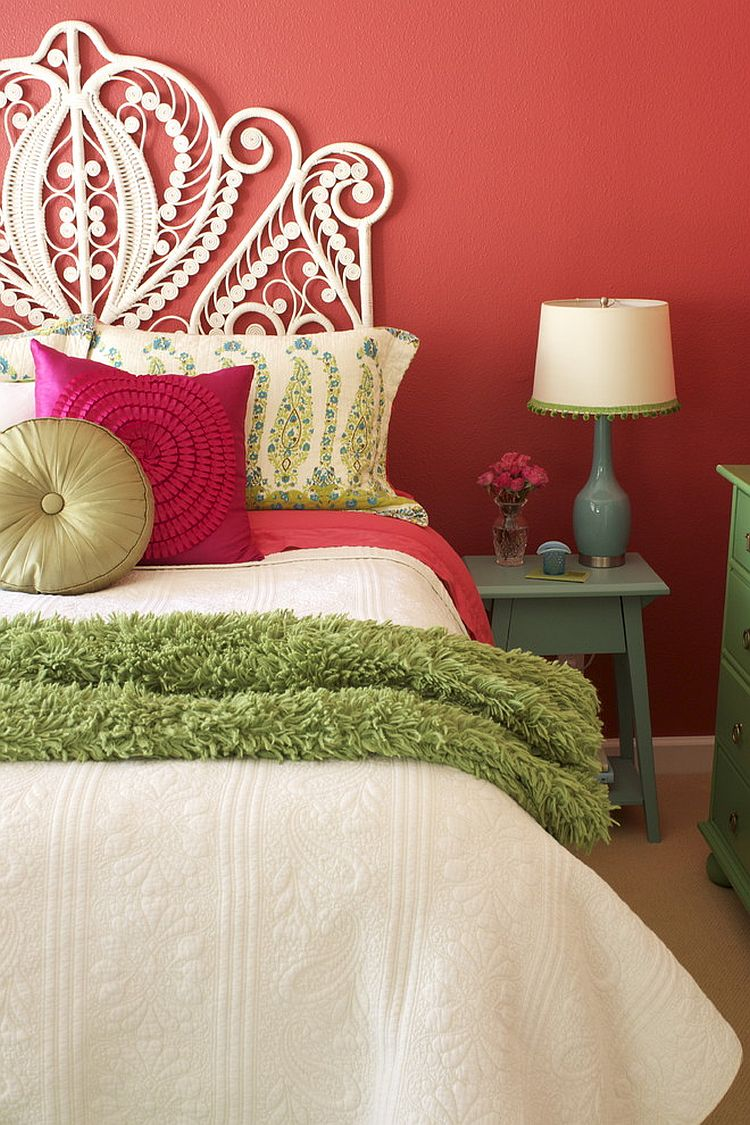 Add a few twinkle lights and you can easily recapture the holiday season vibe in this bedroom