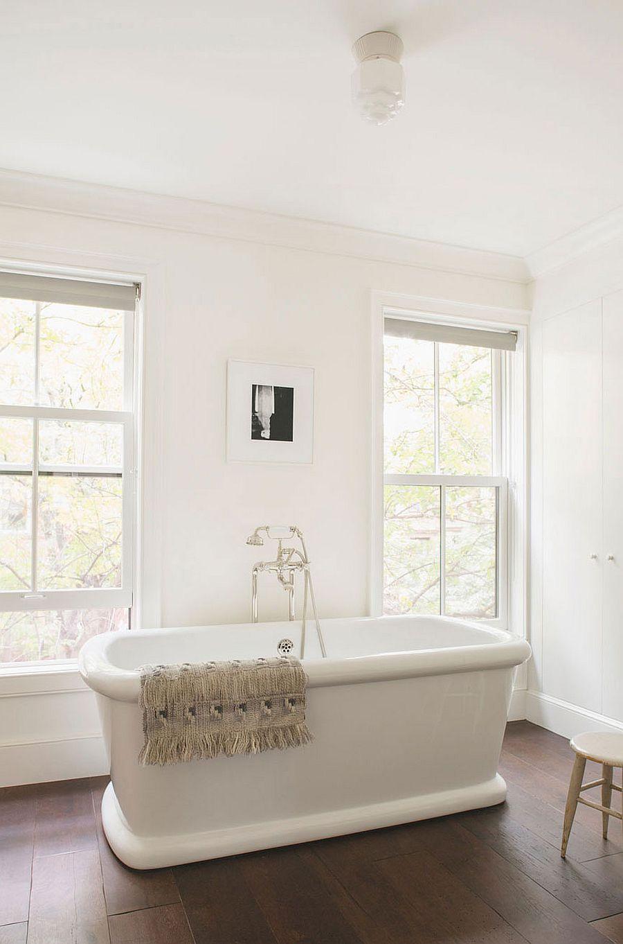 Bathtub in white creates a relaxing, all-white bathroom