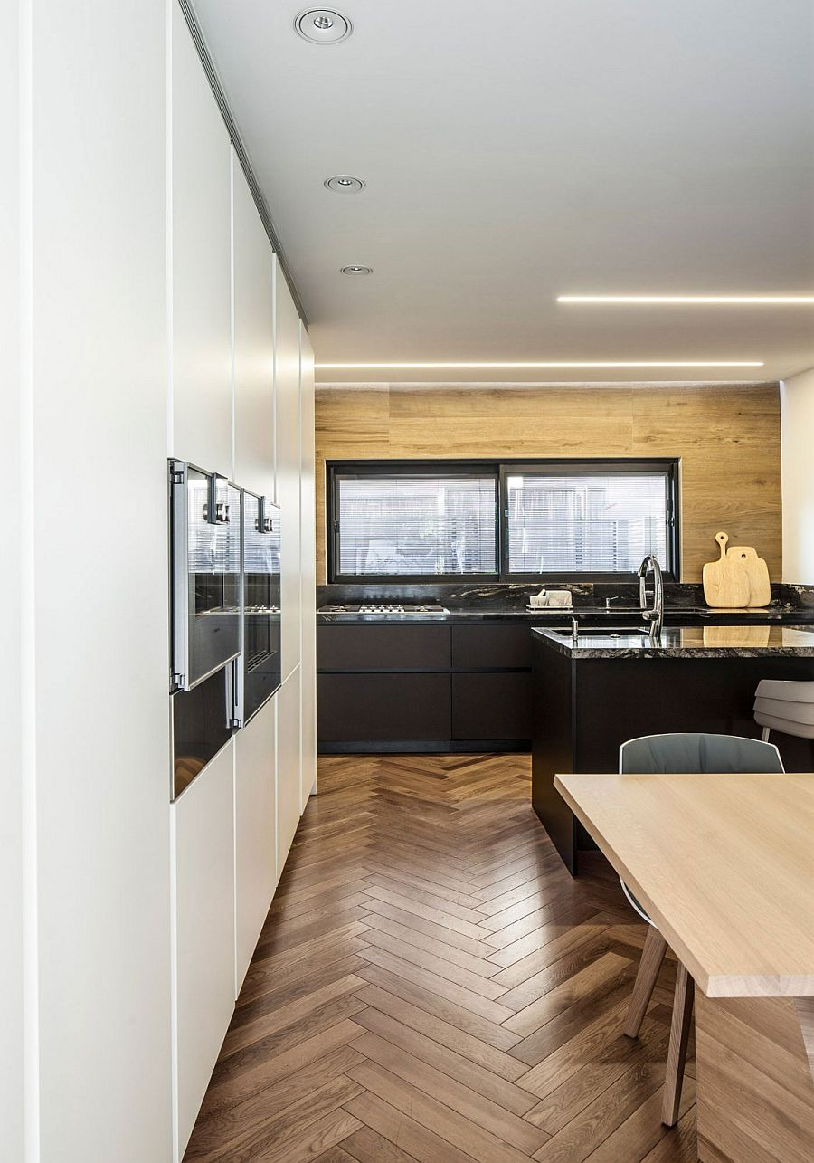 Classy contemporary kitchen in black and white