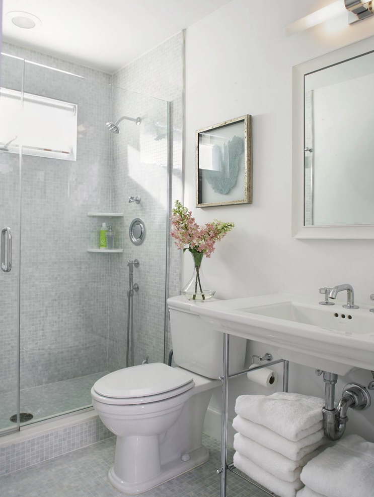 Comfy touches in a crisp bathroom
