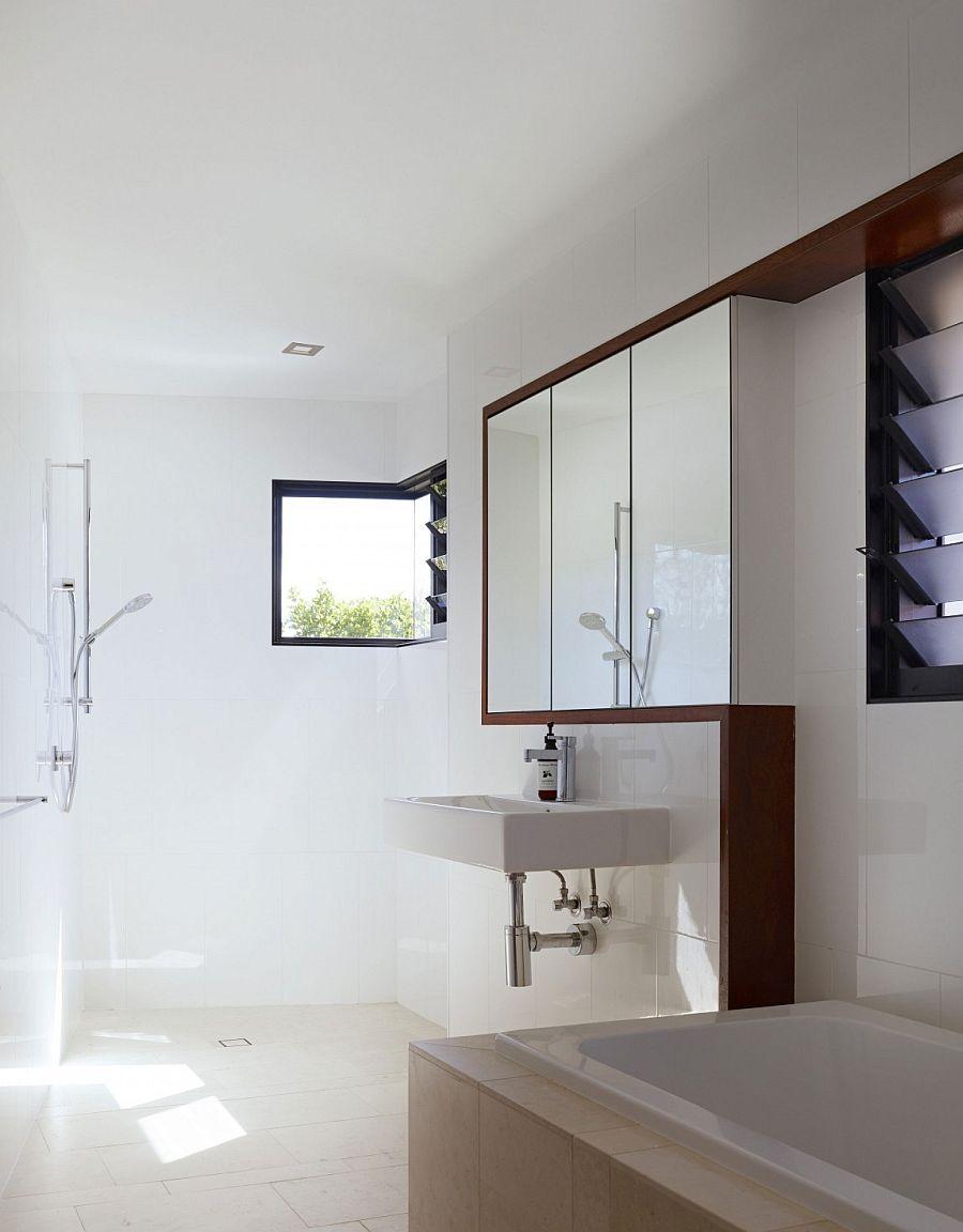 Contemporary bathroom in white
