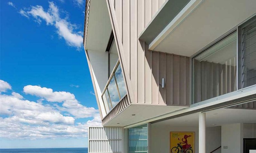 Energy-Efficient Home in Sydney Maximizes Space and Ocean Views