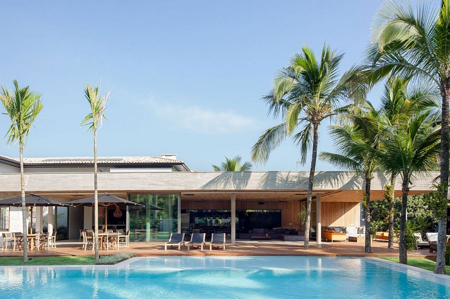 Contemporary pavilion of Houze MZ connected to the infinity pool and beach strip