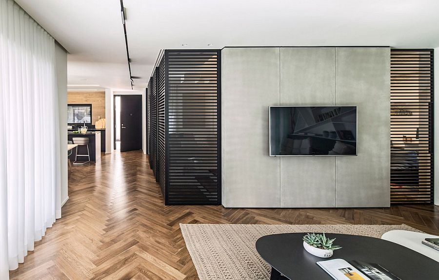 Creative partitions shape the interior of the contemporary home in Ramat HaSharon