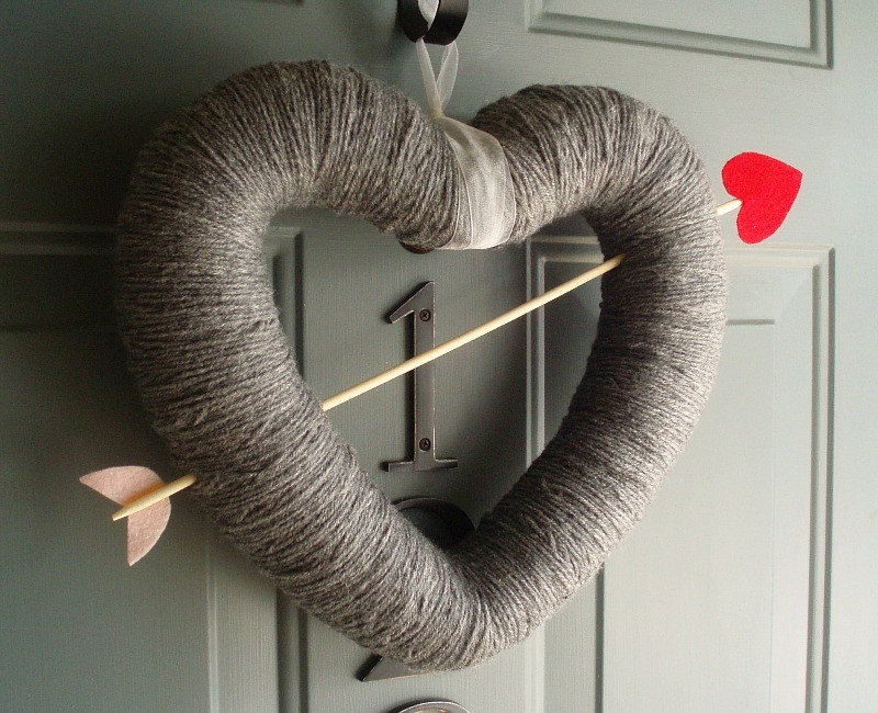 Cupid's arrow heart-shaped Valentine's Day wreath made from yarn