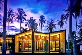 Seaside Contemporary Home Dazzles with a Strikingly Inventive Façade