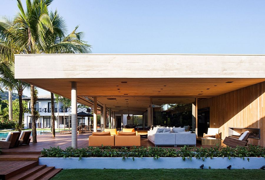 Fair-faced concrete structure is both open and expansive