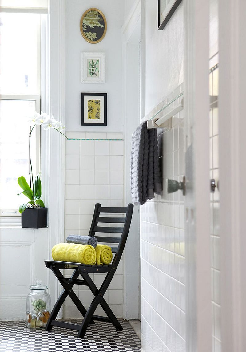 Floor tiles in black and white bathroom with 3D charm