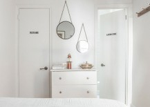Fun-way-to-display-mirrors-in-the-bedroom-217x155