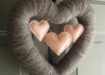 Heart shaped Valentines Day wreath made from yarn with mini hearts 217x155 15 Striking Wreath Ideas for Valentines Day