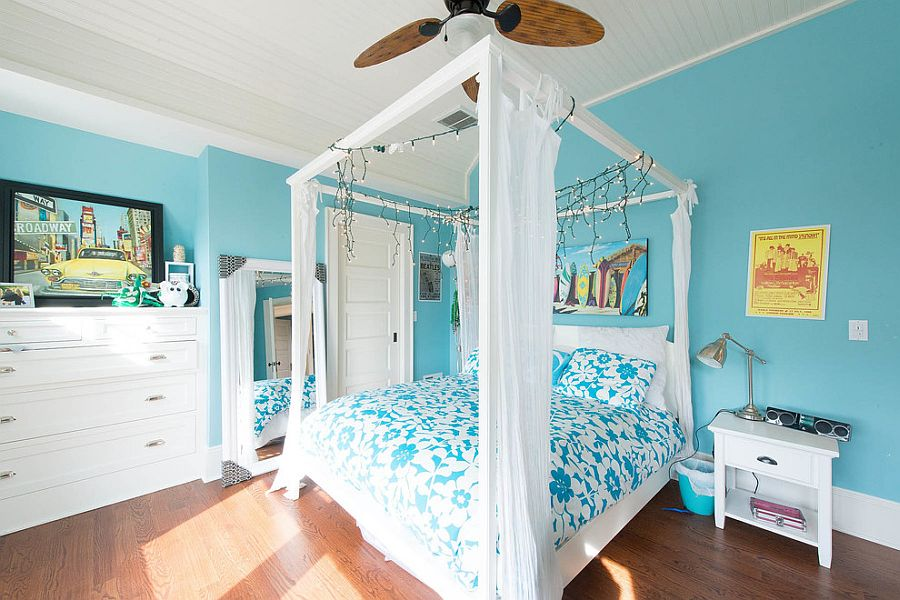 Holiday sparkle lives on beyond Christmas inside this tropical bedroom
