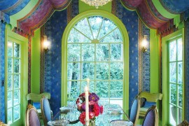 Hollywood inspired dining room is a world in itself 270x180 Visual Feast: 25 Eclectic Dining Rooms Drenched in Colorful Brilliance!